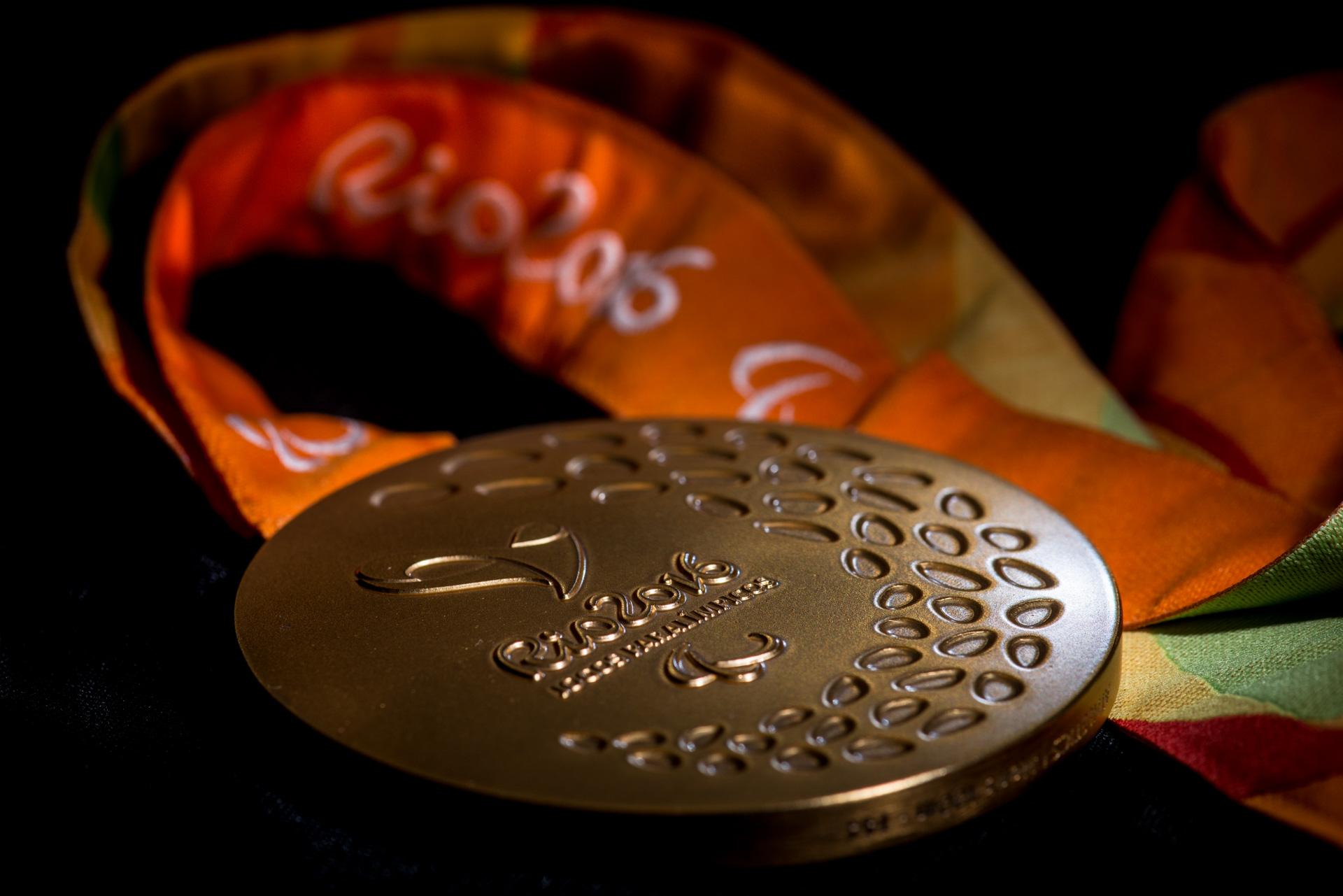 08/06/2016. Medalhas. Estúdio.